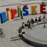 Šnipiškiečiai: Raidžių ganymas | Art intervention – Urban Letter walk